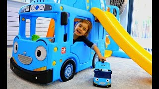 Video The Little Bus at the Playground Slide MP3, 3GP, MP4, WEBM, AVI, FLV Januari 2018