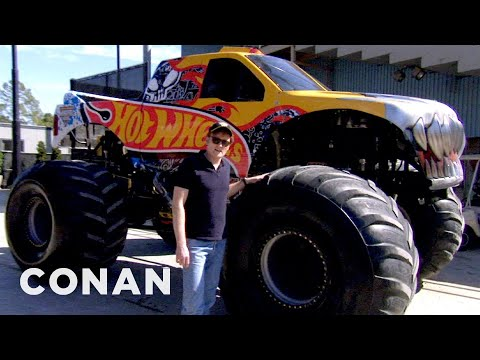 Conan řídí monster truck