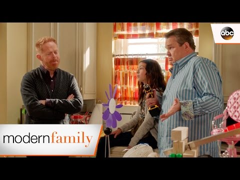 Lily's Science Fair Project - Modern Family 8x13