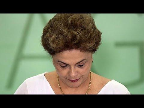 Βραζιλία: Αντιμέτωπη με τον κίνδυνο πρότασης μομφής σε βάρος της η Ντίλμα Ρούσεφ.