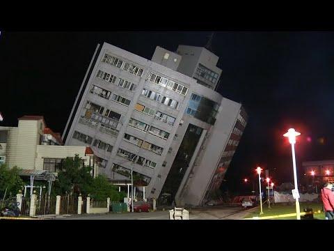 Gebäude versinken: Schweres Erdbeben fordert Tote und ...