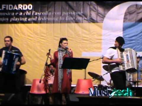 Besame Mucho - FIF 2010