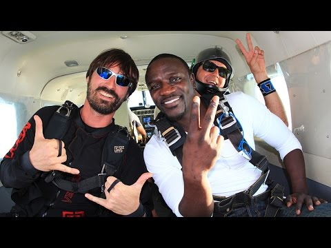 sky dive - CLICK for more Skydive Dubai videos: http://bit.ly/1sGVUMu With Skydive Dubai being the world wide leader in first time skydiving experiences and fun jumps, ...