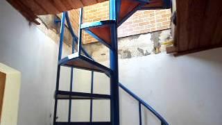 Download Lagu Escada caracol com degraus de madeira. fabricada por Alirio Lima. Mp3