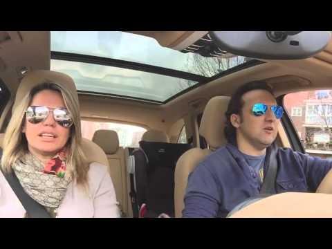 Iker Jiménez y Carmen Porter en un coche cantando rumba. Esto debes verlo