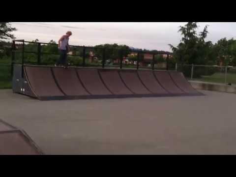Monroe Skate park Kickflip