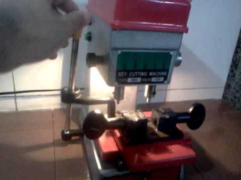 MAQUINAS PARA COPIAR LLAVES - Maquina de punto para duplicar llaves.
