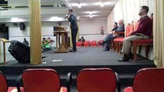 Deus bradou forte com pregador Lucas Araújo.