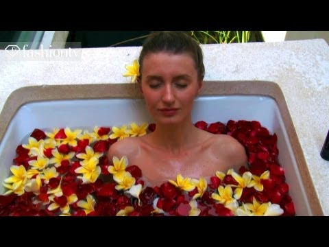 milan fashion silate - htttp://www.FTV.com/videos BALI - Alila Villas Uluwata is just one of Bali's charming 5-star villas on the cliffs of Bali with a gorgeous view of the ocean. ...