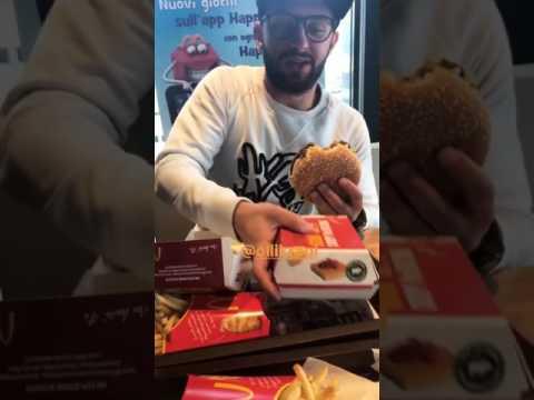 Kragl insaziabile: si gusta l'hamburger e… Alessia Macari!