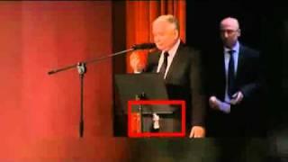 Rozpięty rozporek – Jarosław Kaczyński.