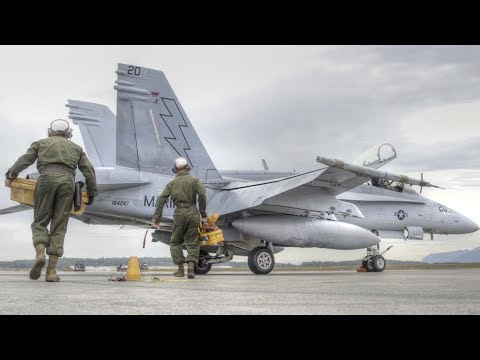 F-18 Engine Oil Change – U.S. Marines Hornet Squadron In Action (видео)