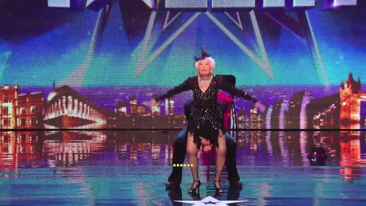 Escuchar Esta mujer de 80 años bailo salsa y asombro a todos los jueces!