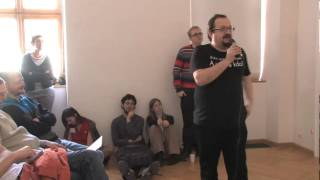 Foto z akcie Barcamp Bořit a ničit prednáša Josef Šlerka.