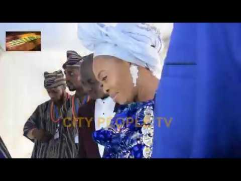 Tope Alabi Breaks Down In Tears As She Bid Father Farewell