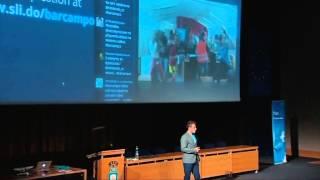 Foto z akcie Barcamp prednáša Petr Svoboda.