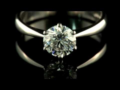 A Platinum Diamond Single-Stone Ring