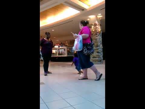 Woman drops toddler on it's head to fight!
