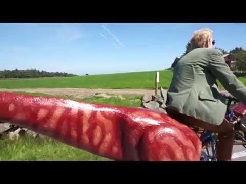 Norwegian artist velociraptor trike
