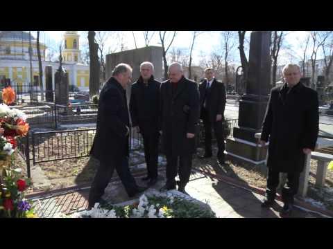 Președintele Nicolae Timofti a depus flori la mormântul fostului primar al municipiului Chișinău, Nicolae Costin