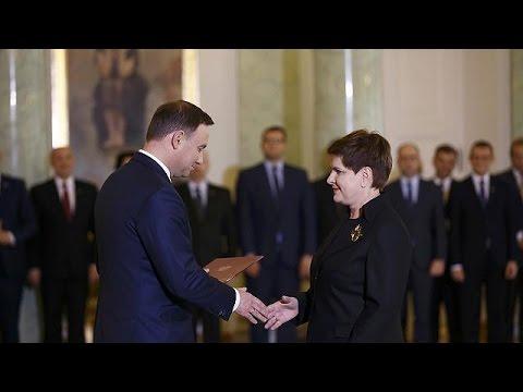 Πολωνία: Ορκίστηκε πρωθυπουργός η Μπεάτα Ζίντλο