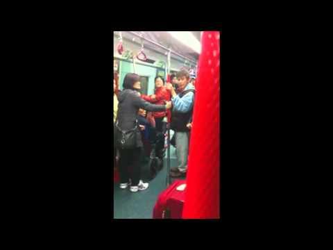 地鐵內大嘴仗  香港人屌虐大陸人