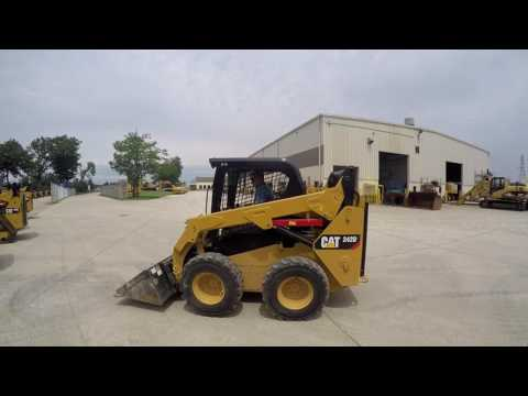 CATERPILLAR CHARGEURS COMPACTS RIGIDES 242D equipment video E81RAMkK_to