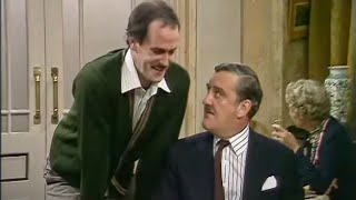 Video Chaos in the Restaurant - Fawlty Towers - The Hotel Inspectors - BBC MP3, 3GP, MP4, WEBM, AVI, FLV Oktober 2018