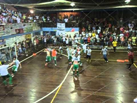 Instantes finais do 5º Aberto de Futsal de Presidente Lucena