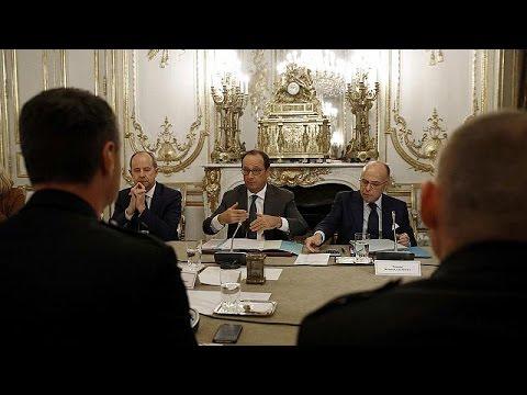Γαλλία: Ξεκινά διάλογος κυβέρνησης – αστυνομικών με χιλιάδες διαδηλωτές στους δρόμους – world