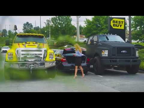 Kumple chcieli wk**wić blondynę z BMW na parkingu! Zostali z miejsca zaorani!