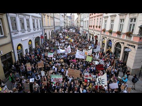 Χιλιάδες στους δρόμους της Ευρώπης για την κλιματική αλλαγή…