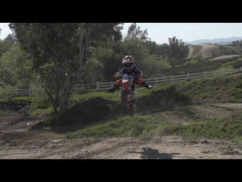 Video Crazy 4 year old on a dirt bike! Huckson Deegan @hucksondeegan download in MP3, 3GP, MP4, WEBM, AVI, FLV January 2017