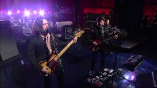 Arctic Monkeys - Do I Wanna Know ? (Live on Letterman)