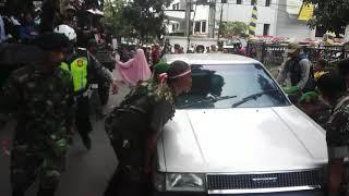 Video Tank TNI AD Ini Terhalang Kendaraan Saat Melintas Di Samping Gedung Sate, Lalu Apa Yang Terjadi ?? MP3, 3GP, MP4, WEBM, AVI, FLV November 2017
