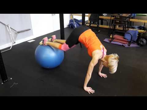 Cvičení břišních svalů na gymballu