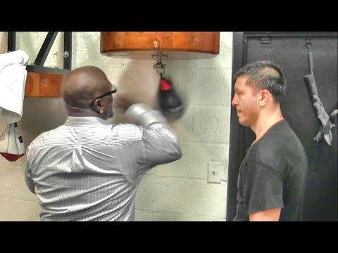 James Toney helping Ronald Gavril inside the Mayweather Boxing Club (видео)