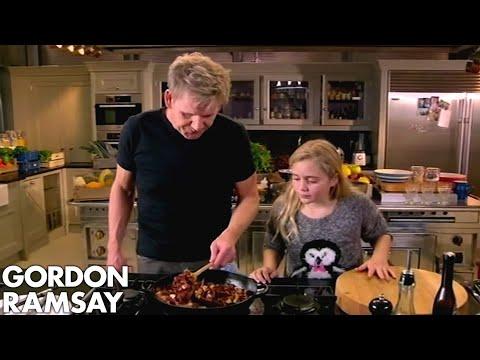 Gordon Ramsay's Sausage Hotpot & Apple Compote Recipes - Thời lượng: 8 phút, 59 giây.