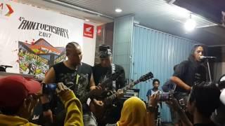 Jamming bareng Roy Jeconiah (JECOVOX)-Baba(Power Metal)-Iqbal(gitaris)-Chali(Maqobul)-Agie (maqobul)