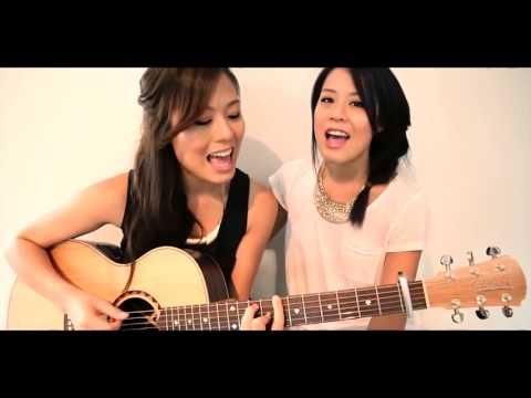 Śliczne dziewczyny śpiewają