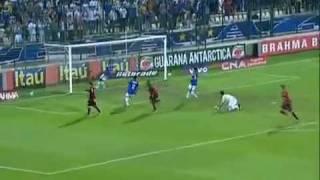 Gol decisivo de David contra o Cruzeiro em Sete Lagoas após grande passe de Ronaldinho Gaúcho. Vitória com V maiusculo.