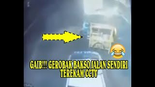 Video MENAKUTKAN! Gerobak Bakso Jalan sendiri di pos polisi Terekam CCTV MP3, 3GP, MP4, WEBM, AVI, FLV Juli 2017