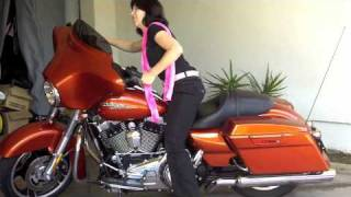 7. How to Stand up a Motorcycle - Harley Davidson Street Glide