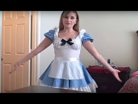 Halloween: Alice In Wonderland Makeup Tutorial + Costume Advice