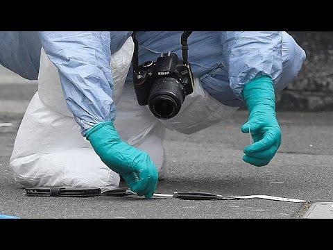 Σύλληψη άνδρα οπλισμένου με μαχαίρια κοντά στο βρετανικό κοινοβούλιο