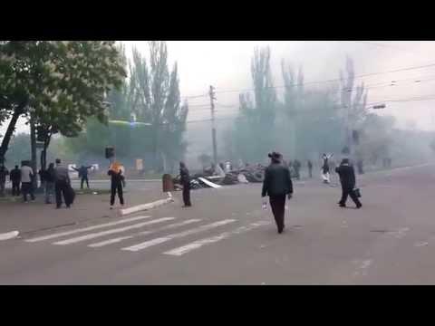 Mariupol, Ukraine. Tội phạm chiến tranh để chạy trốn khỏi cảnh trong xe bọc thép 09.05.2014