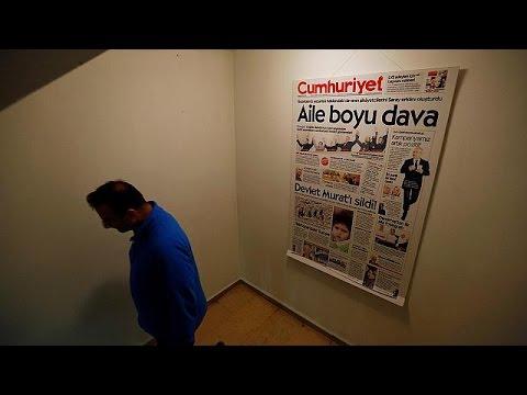 Τουρκία: Προφυλακιστέοι κρίθηκαν οι εννέα δημοσιογράφοι της Cumhuriyet – world