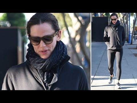 Jennifer Garner Wrapped Up In Black As Ben Moves In With Girlfriend Lindsay Shookus