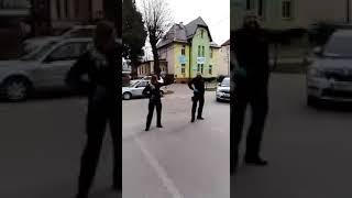 Policjanci dzieciom na kwarantannie🕺💃🏻👮🏻👮🏻♂️