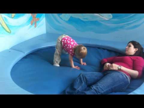 Дети и водоматрас